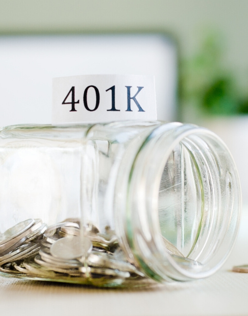 A jar of coins and the word 401K